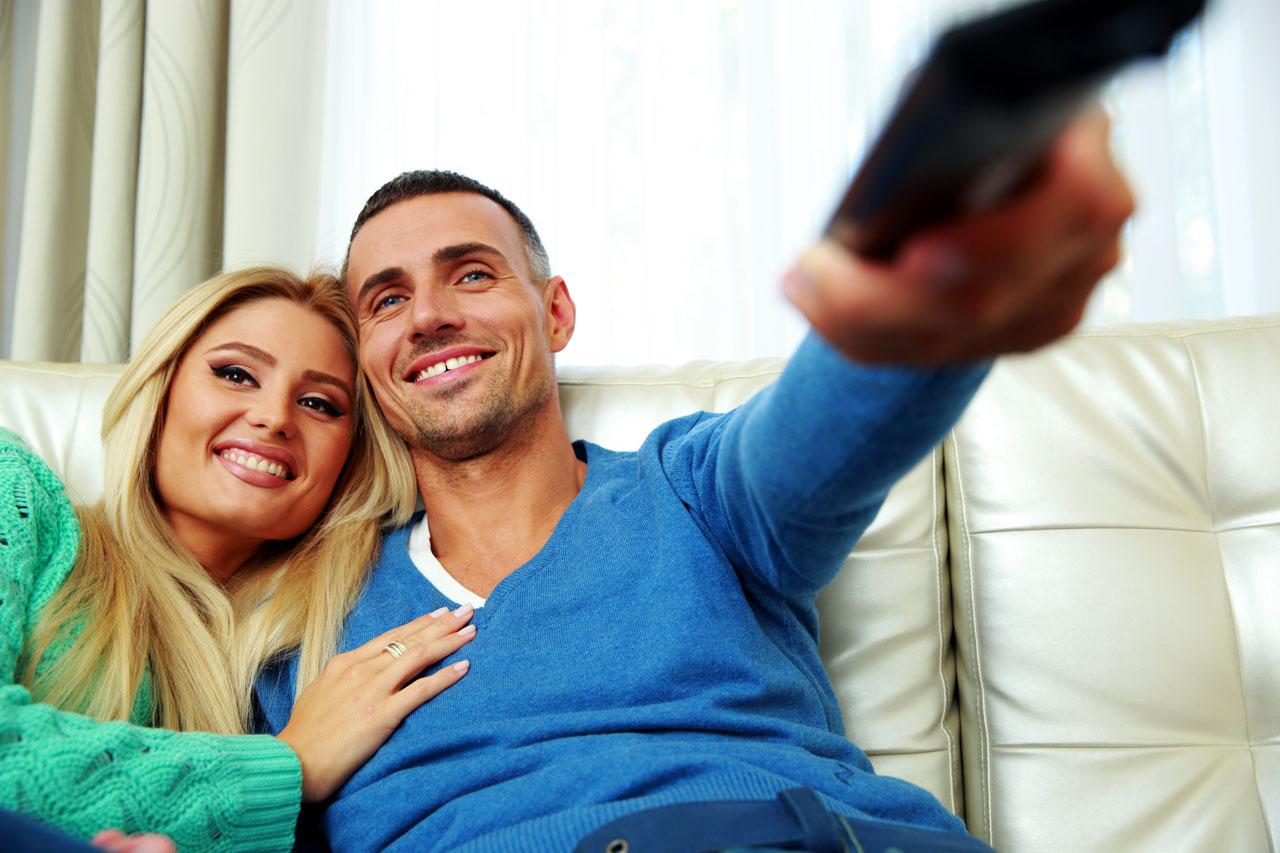 watch-tv-couple