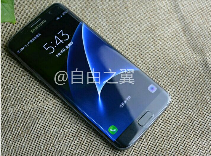 galaxy s7 edge leaks out with lit up lock screen fine screen to body ratio
