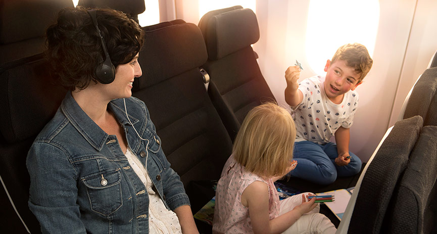 sq-lh-787-9-economy-skycouch-mum-kids-865x463