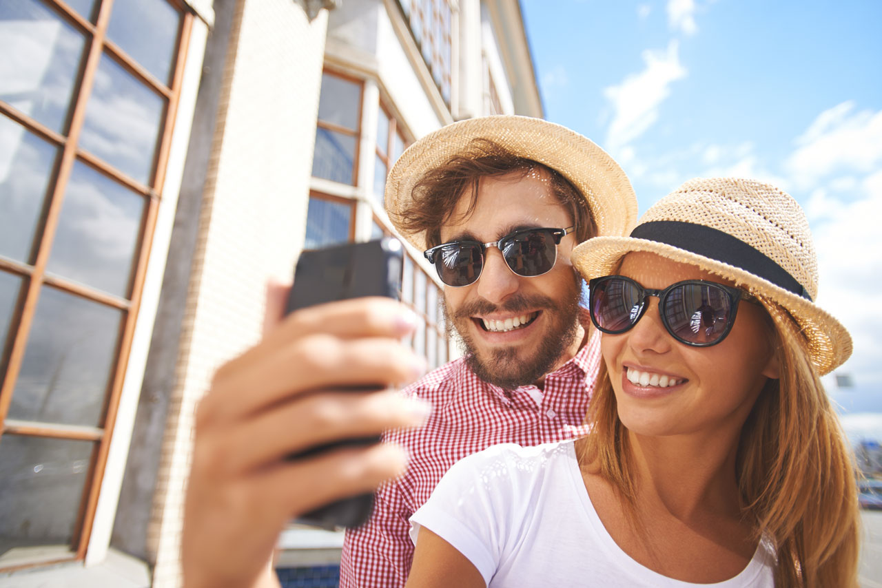 selfie-travel-couple