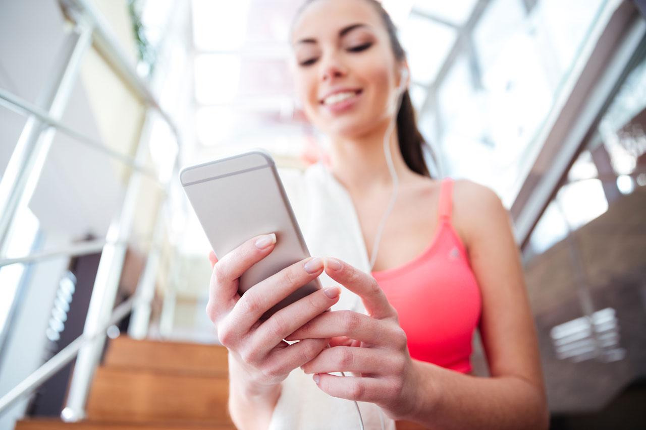 gym-phone-exercise-girl
