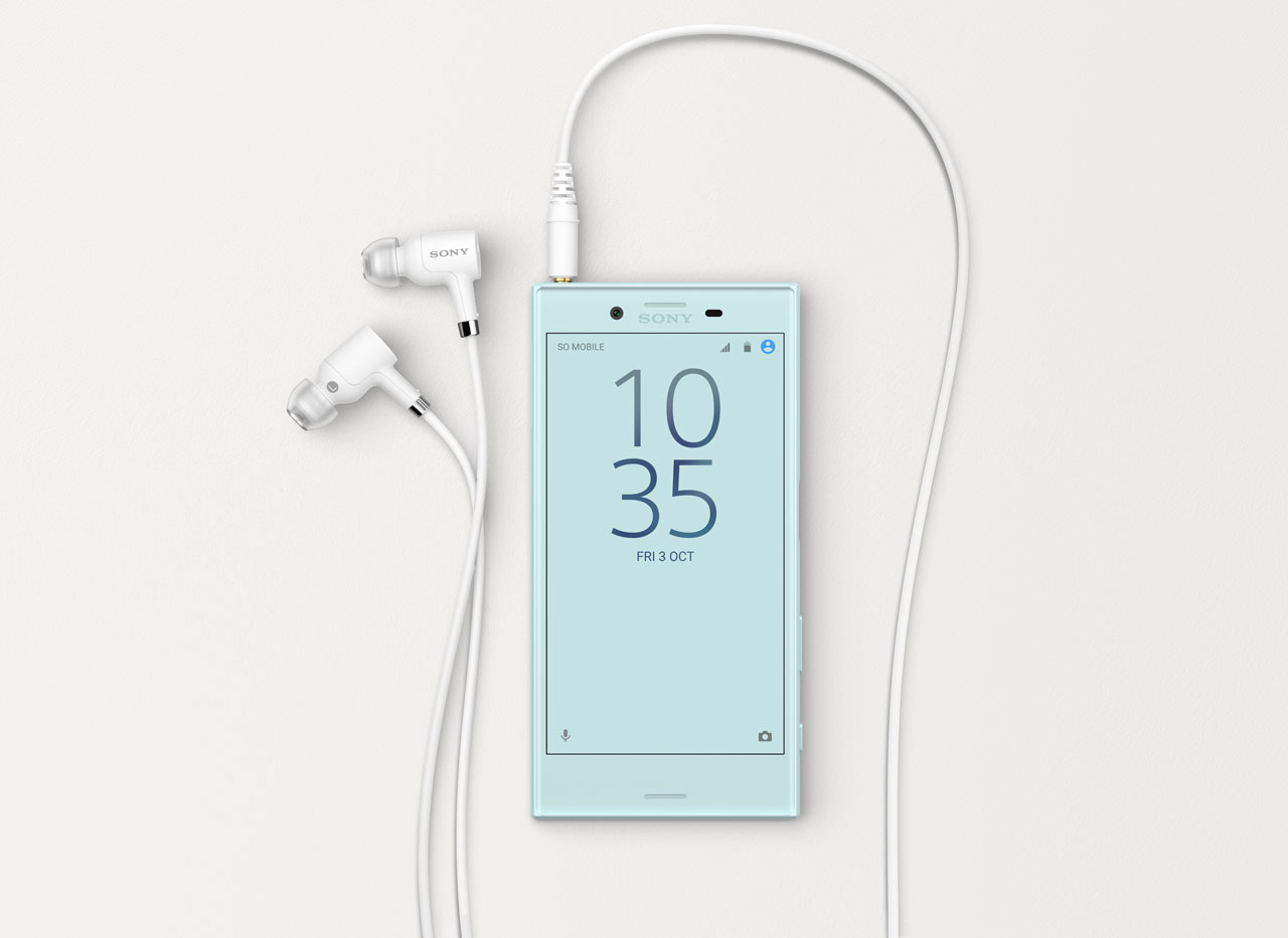 Sony-Xperia-X-Compact-Mist-Blue-Lifestyle