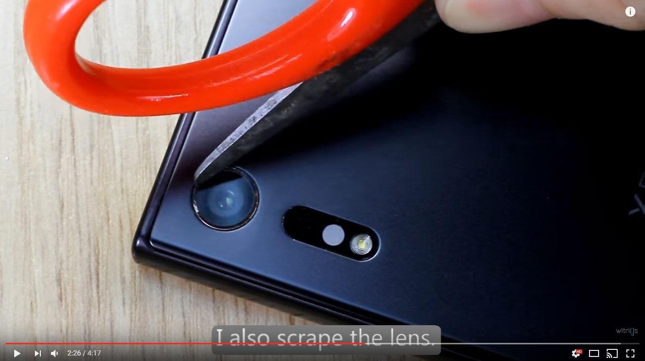xperia-xz-camera-lense-scratch-test-3