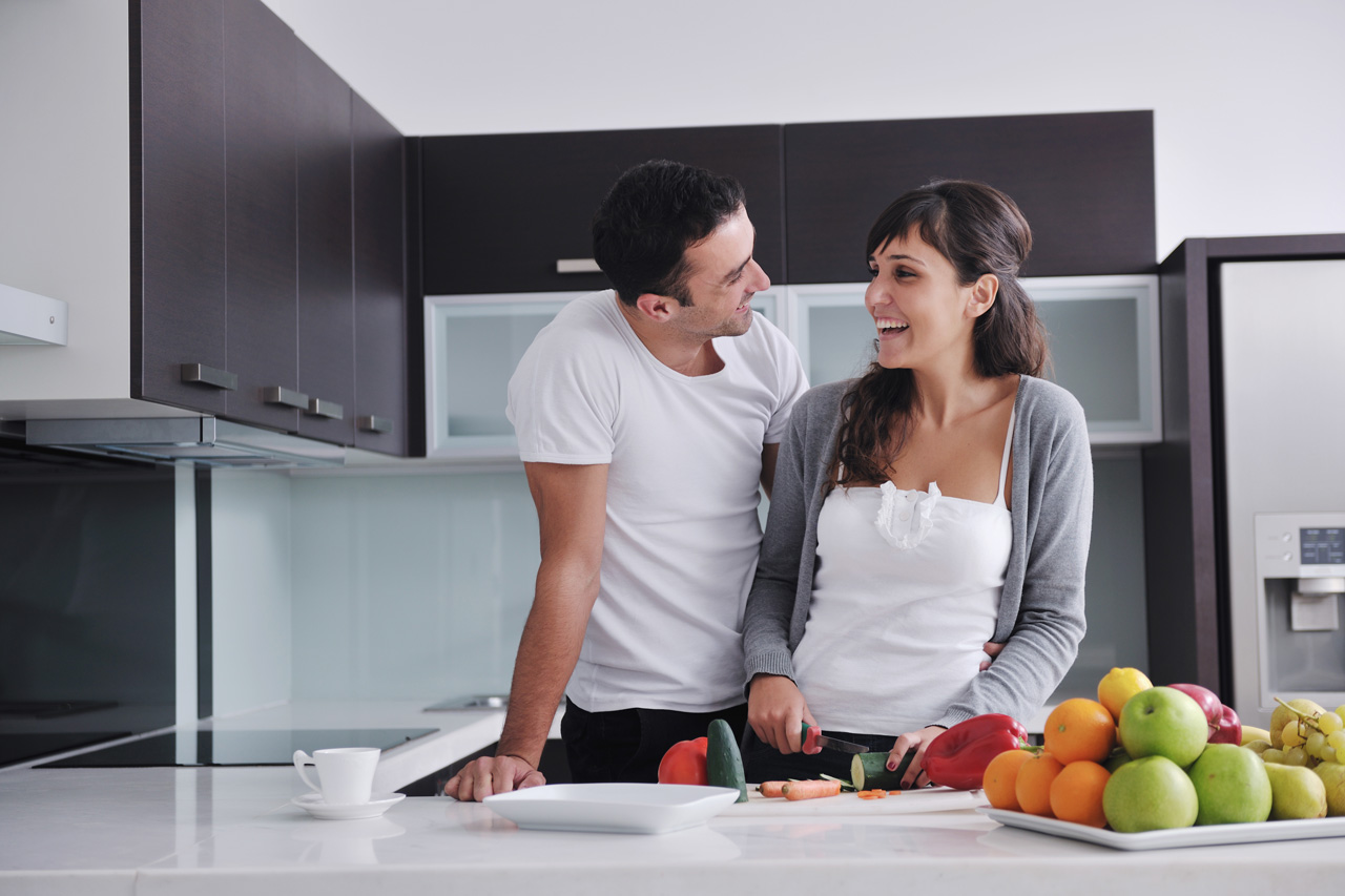 couple-kitchen-laugh